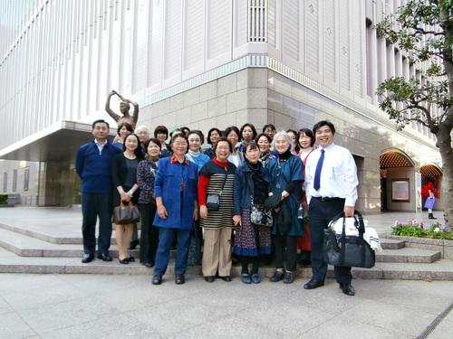 宝塚劇場前記念撮影